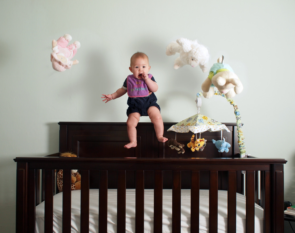 HOW TO MOVE KIDS FROM THE COT TO A BIG BED